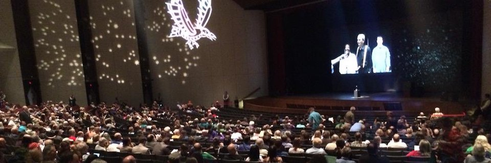 @GeekyLibrary: #HugoAwards ceremony will begin in about 15 minutes! #Sasquan